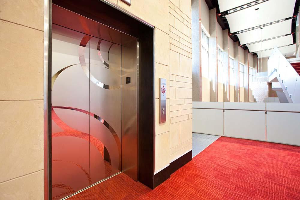 thang máy mitsubishi tòa nhà công cộng